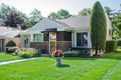 Lincolnwood Single Family Home For Sale: 3935 West Greenleaf Avenue