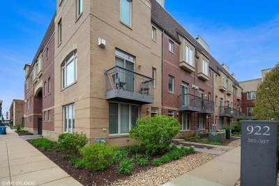 Downers Grove Condo/Townhouse For Sale: 922 Warren Avenue #303