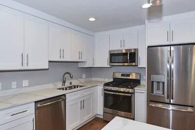 Condo/Townhouse For Sale: 7244 North Hamilton Avenue #1E