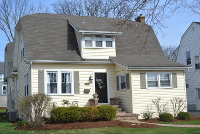 Downers Grove Single Family Home For Sale: 4601 Sherwood Avenue