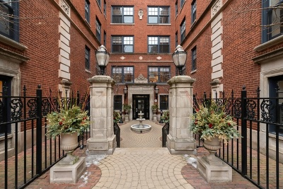 Condo/Townhouse For Sale: 444 West Roslyn Place #2C