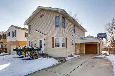 Mount Prospect Single Family Home For Sale: 102 South Elmhurst Avenue