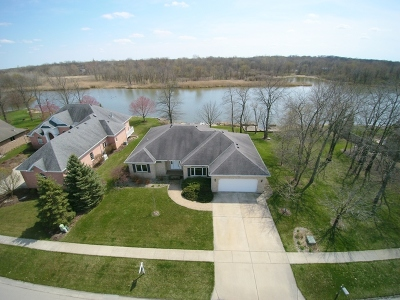 Morris Single Family Home For Sale: 685 Edgewater Drive