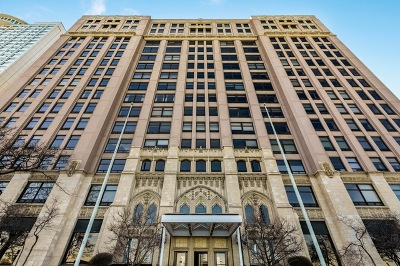 Chicago Condo/Townhouse Re-Activated: 680 North Lake Shore Drive #1722
