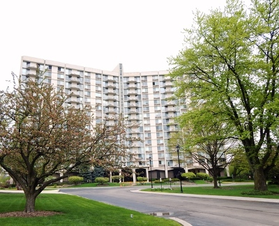 Oak Brook Condo/Townhouse For Sale: 40 North Tower Road #3G