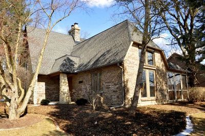 Elgin Single Family Home For Sale: 2420 Tall Oaks Drive