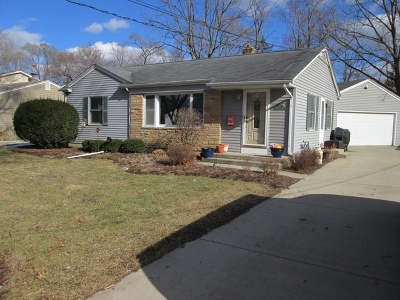Crystal Lake Single Family Home Contingent: 401 Linn Avenue