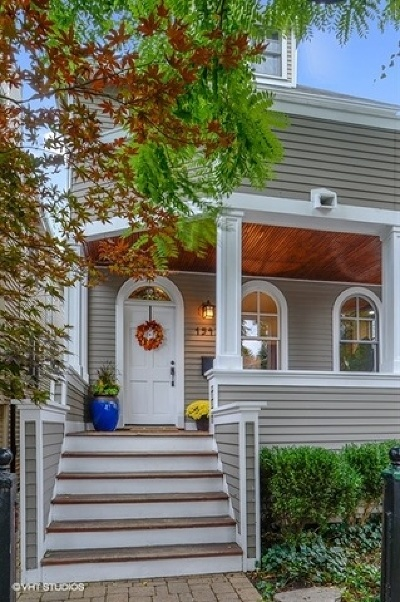 Chicago Single Family Home Price Change: 1943 West Wolfram Street