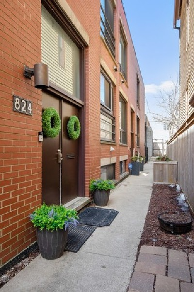 Chicago Condo/Townhouse For Sale: 824 West Altgeld Street #A