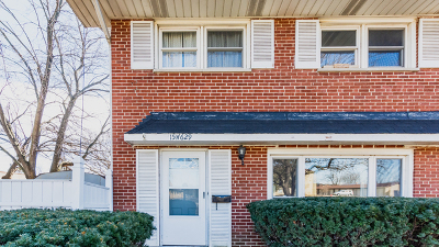 Elmhurst Condo/Townhouse For Sale: 15w629 Grand Avenue