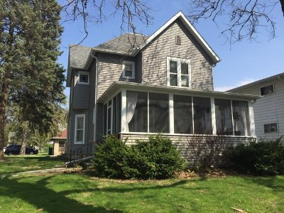 Genoa Single Family Home For Sale: 302 South Sycamore Street