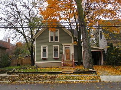 Geneva IL Single Family Home For Sale: $329,900