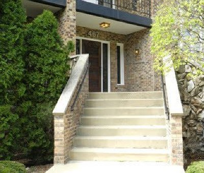 Du Page County Condo/Townhouse For Sale: 467 East Hiawatha Trail #106