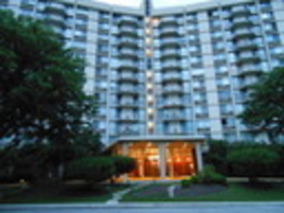 Oak Brook Condo/Townhouse For Sale: 20 North Tower Road #2F