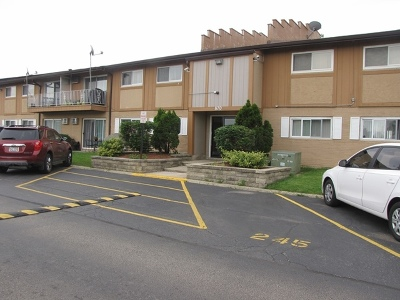 Condo/Townhouse New: 870 East Old Willow Road #250