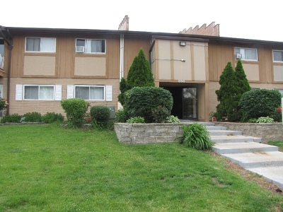 Condo/Townhouse New: 880 East Old Willow Road #171