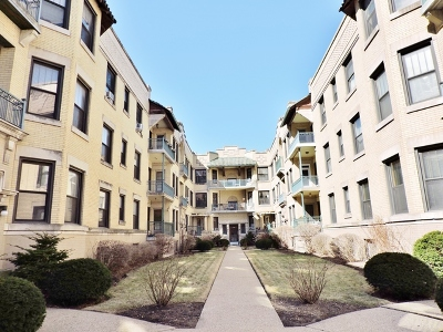 Condo/Townhouse New: 5518 South Cornell Avenue #1W