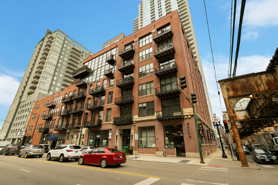 Condo/Townhouse For Sale: 300 West Grand Avenue #211