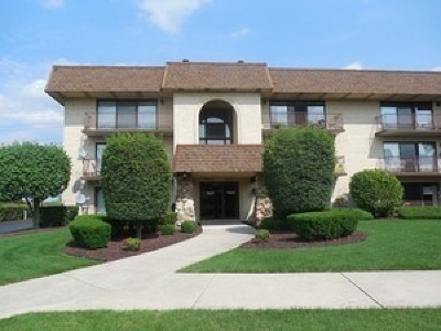 Orland Park Condo/Townhouse For Sale: 7431 Ponderosa Court #2