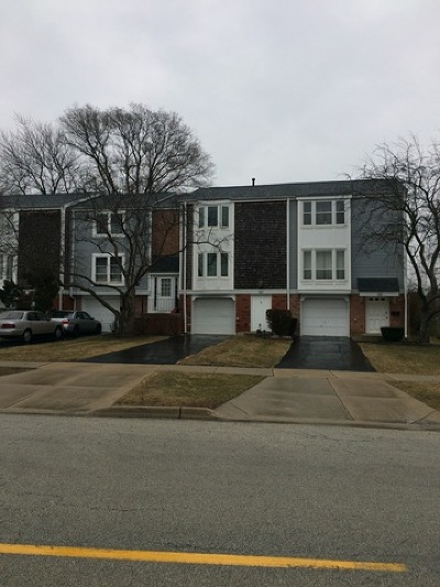 Hoffman Estates Condo/Townhouse For Sale: 1885 Governors Lane #1885