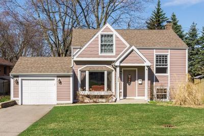Lombard Single Family Home Price Change: 25 East Washington Boulevard