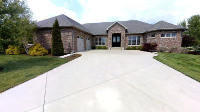 Bloomington Single Family Home For Sale: 8372 Medinah Drive