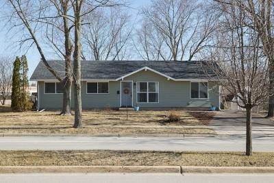 Streamwood Single Family Home For Sale: 820 East Streamwood Boulevard