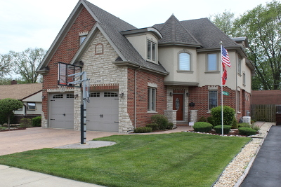 Oak Lawn Single Family Home For Sale: 5029 Oak Center Drive