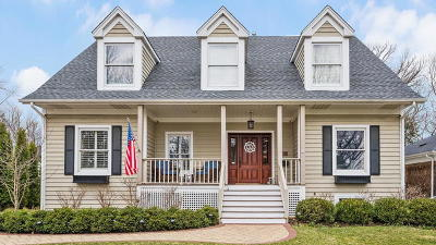 Clarendon Hills Single Family Home For Sale: 28 Oxford Avenue