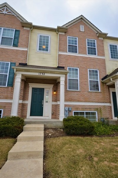 Hanover Park Condo/Townhouse Price Change: 1732 Dogwood Lane