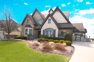 Shorewood Single Family Home For Sale: 25538 Prairiewood Lane