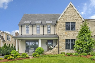 Clarendon Hills Single Family Home For Sale: 10 Woodstock Avenue