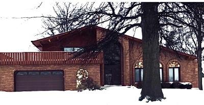 Oak Brook Single Family Home Contingent: 19w072 Avenue Chateaux N.