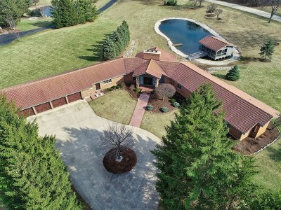 Mundelein Single Family Home For Sale: 21556 West Lakeview Parkway