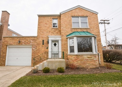 Lincolnwood Single Family Home For Sale: 7142 North Kedvale Avenue