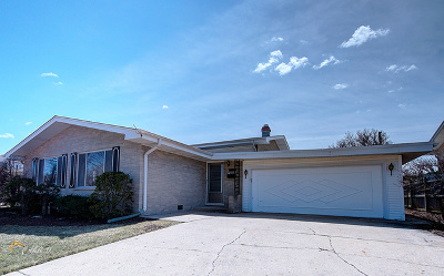 Morton Grove Single Family Home For Sale: 7707 Davis Street