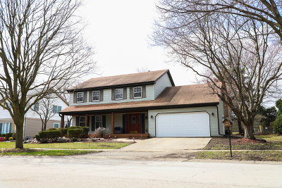 Geneva Single Family Home For Sale: 2 North Cambridge Drive