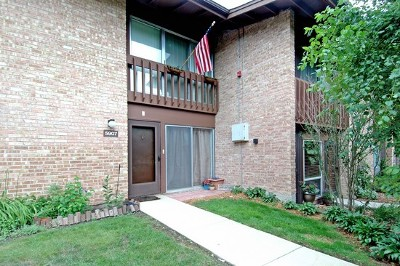 Lisle Condo/Townhouse For Sale: 5907 Oakwood Drive