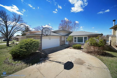 Oak Forest Single Family Home For Sale: 15526 Rob Roy Drive