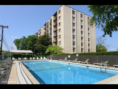 Lincolnwood Condo/Townhouse For Sale: 4601 West Touhy Avenue #804