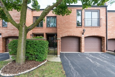 Oak Brook Condo/Townhouse For Sale: 19w234 Gloucester Way