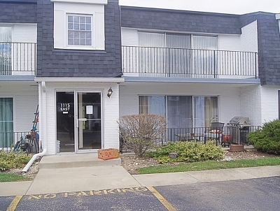 Naperville Condo/Townhouse Contingent: 1115 Royal St George Drive #201