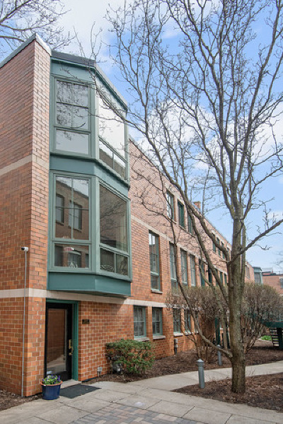 Condo/Townhouse For Sale: 2707 North Lincoln Avenue #F