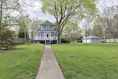 McHenry Single Family Home Price Change: 1642 North Riverside Drive