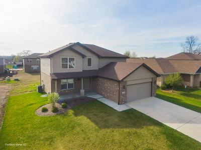 Crestwood Single Family Home For Sale: 13636 Laramie Avenue