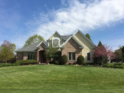 Lakewood Single Family Home For Sale: 6006 Brighton Lane