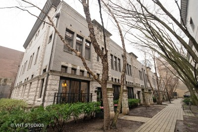 Condo/Townhouse New: 950 North Clark Street #L