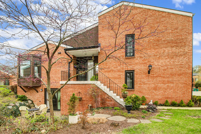 Oak Brook Condo/Townhouse Price Change: 19w261 Williamsburg Court #4