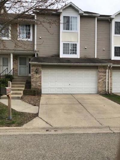 Grayslake Condo/Townhouse For Sale: 345 Stevens Court