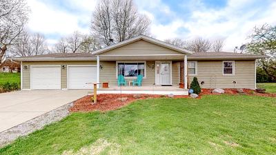Mackinaw Single Family Home For Sale: 104 South Kruse Street